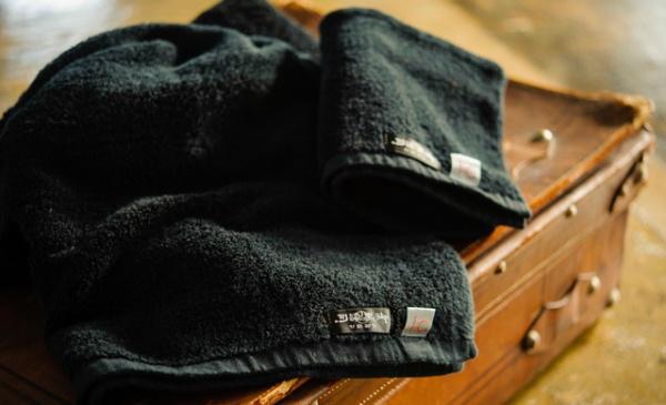 旭紡績×京都紋付 究極の黒タオル